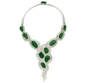 Parure Nara, en galets de jade et diamants montés sur or blanc, collection Les Jardins, Van Cleef & Arpels.