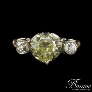 Bague cœur diamant jaune et diamants. Création Bijoux Baume.