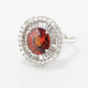 Bague grenat spessartite et diamants.