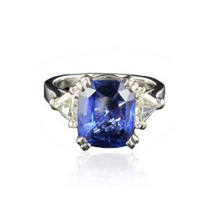 Bague saphir et diamants troïdia.