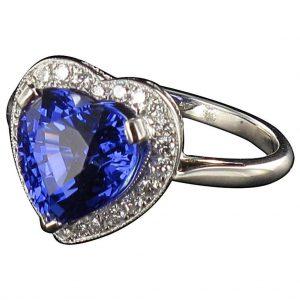 Bague tanzanite cœur et diamants.