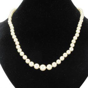 Collier de perles du japon en chute.