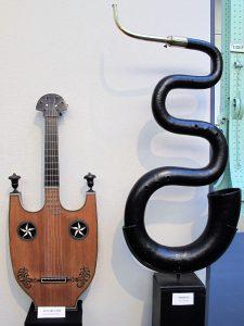 Guitare-Lyre.Travail de Mirecurtien, vers 1800. Serpent. 18-19 ième s.