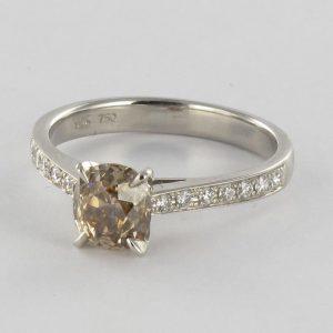 Solitaire diamant cognac et diamants.
