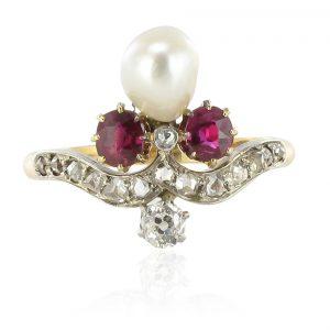 Bague ancienne duchesse rubis diamants et perle fine.
