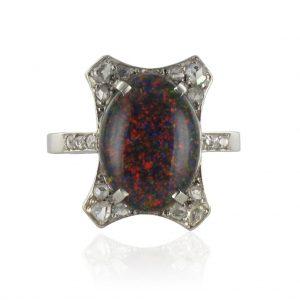 Bague ancienne Opale Noire et diamants.