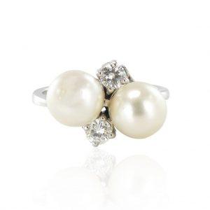 Bague perles et diamants toi et moi.