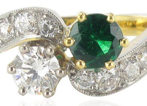 Bague toi et moi émeraude et diamants.