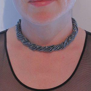 Collier perles d'hématites.