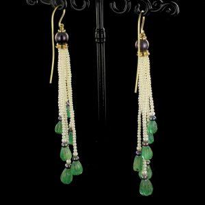 Boucles d'oreilles émeraudes et perles.