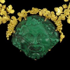 Collier or et malachite.